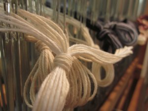 Grouping the yarns through the heddles