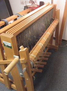 Profile of the back of the loom