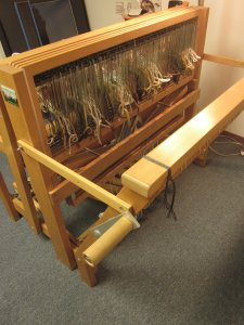 Expanding the back of the loom